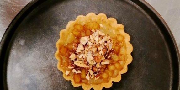 Æbletærte med chokoladeis
